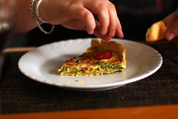 Tarte aux asperges-tomates-jambon cru - faire ses tartes maison avec ce qu'on a dans les armoires - delimoon.com