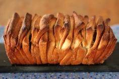 pain à effeuiller / https://delimoon.com/2013/03/25/pull-apart-bread-pain-chiffonne/