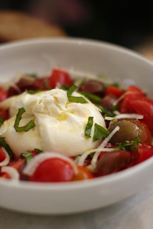 Burrata et tomates fraîches - Delimoon.com - les délices de l'Italie