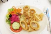 Des calamars frits, spécialité locale