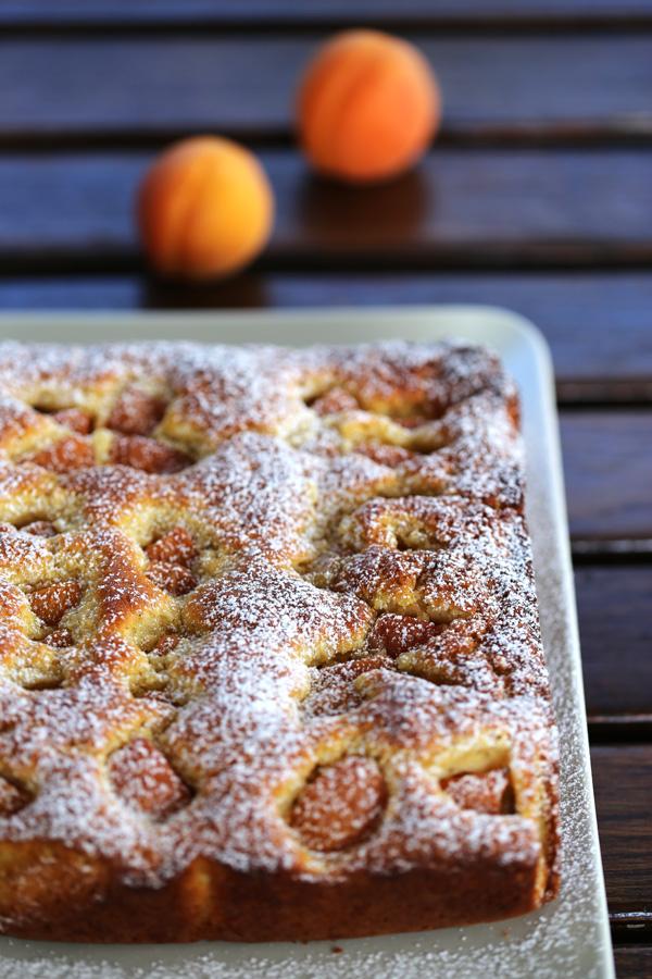 Gâteau aux abricots -apricots cake - moelleux et parfumé - Delimoon.com
