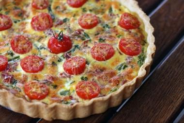 https://delimoon.com/2012/06/18/tarte-aux-asperges-tomates-et-jambon-cru/