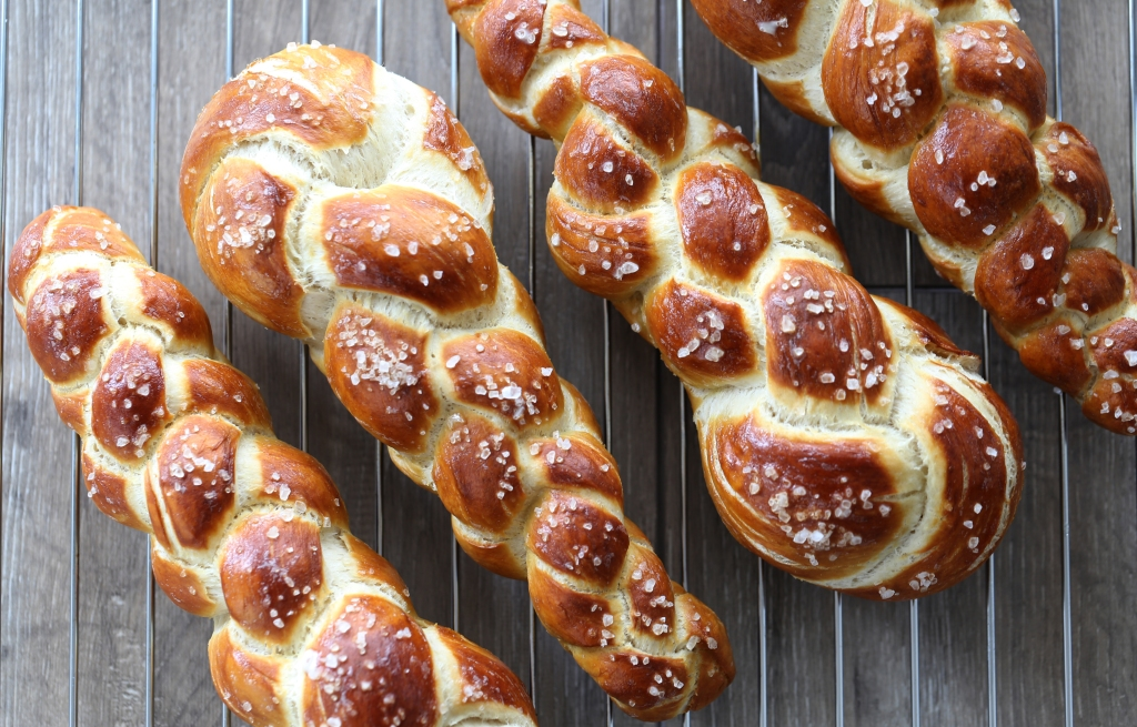 'tresse - un pain tressé façon bretzel - delimoon.com