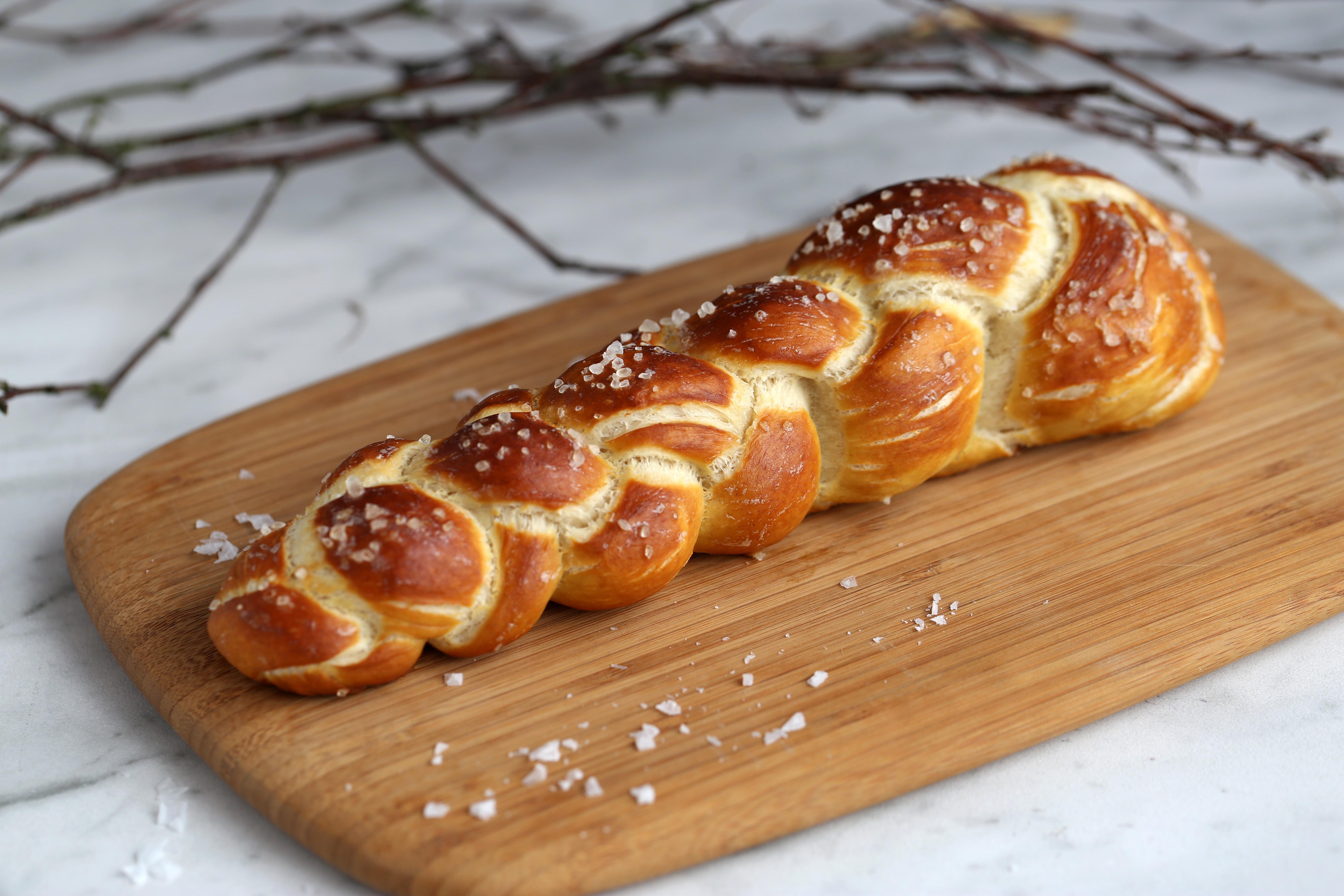 La bretz'tresse - un pain tressé façon bretzel - delimoon.com