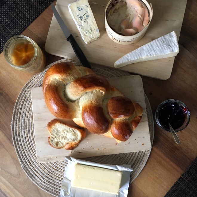 Traditional swiss breakfast - breaded bread - cheeses - honey - butter - marmelade - Delimoon.com - our family uses