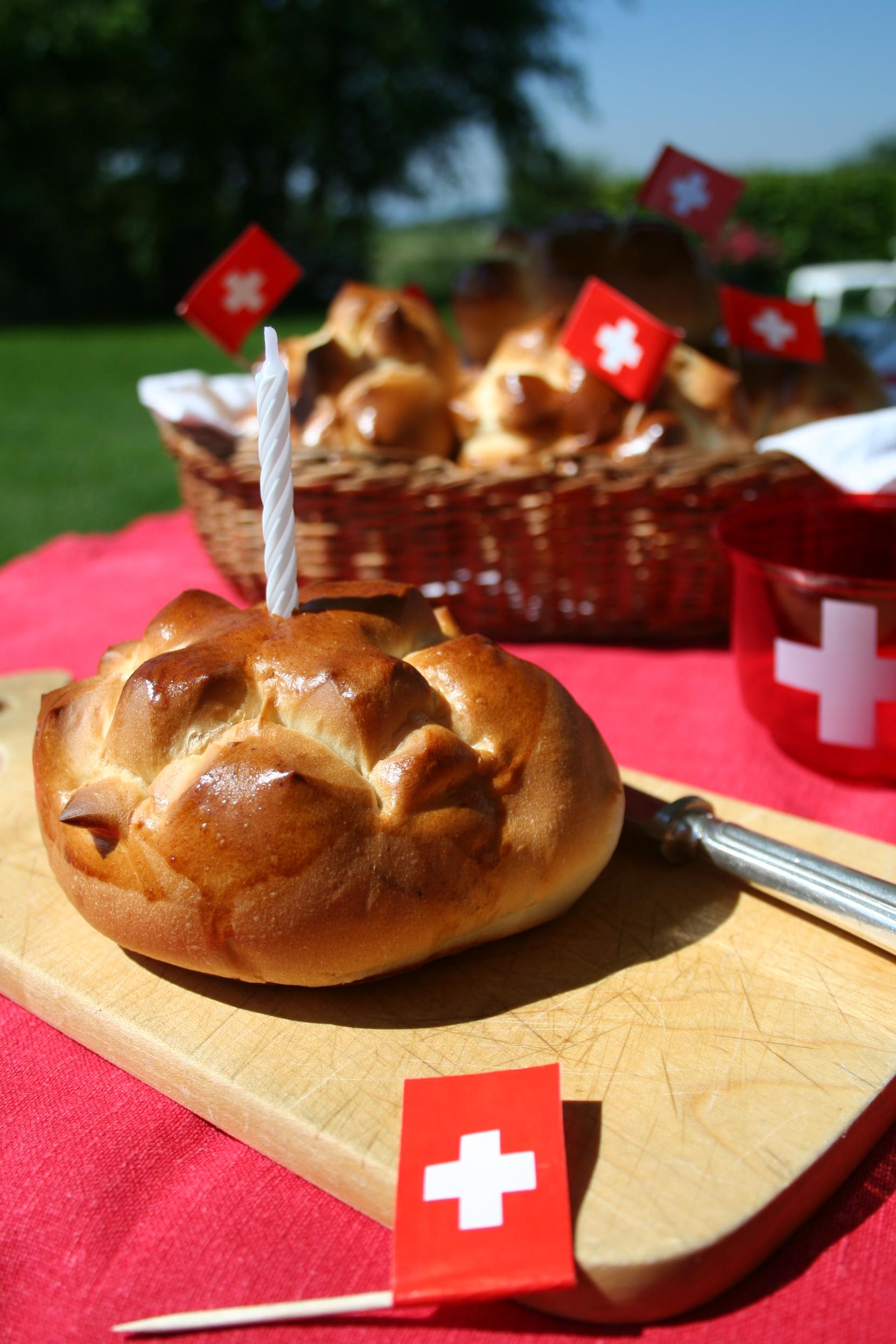 Petits pains au lait du 1er août - delimoon.com